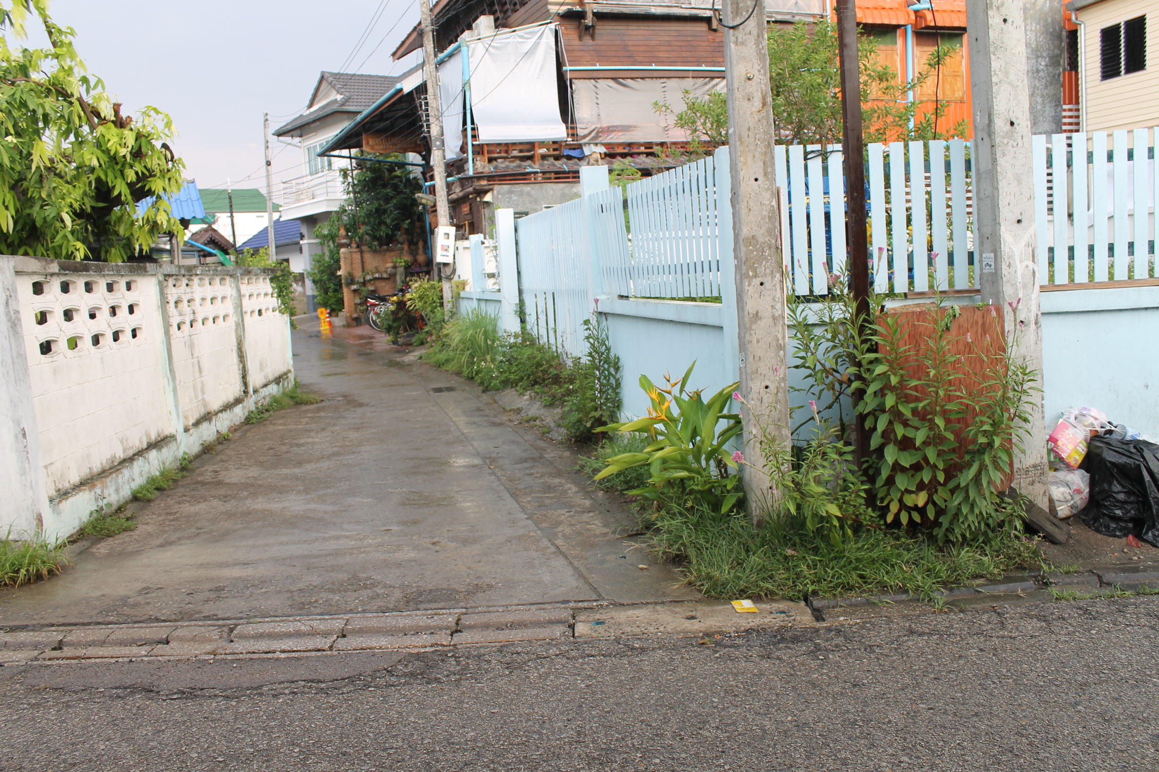 Land for sale in old city chiang mai for Classic house chiang mai